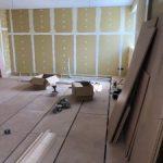 神奈川県川崎市高津区宇奈根にて、休憩室改修に伴い置床工事を致しました。