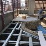東京都港区麻布十番のビルにて、デッキ設置工事を致しました。