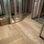 東京都足立区の新築共同住宅にて、置床工事を行いました。(フリーフロアMPフクビ化学工業)